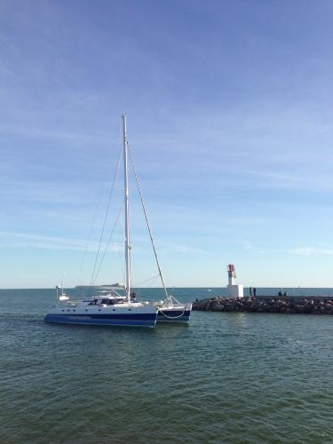Voilier à l'entrée du port, Carnon (13 octobre 2012)