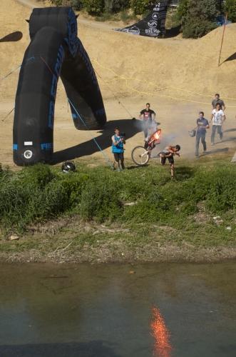 Un mountain-bike enflammé, Montpellier (10 mai 2013)